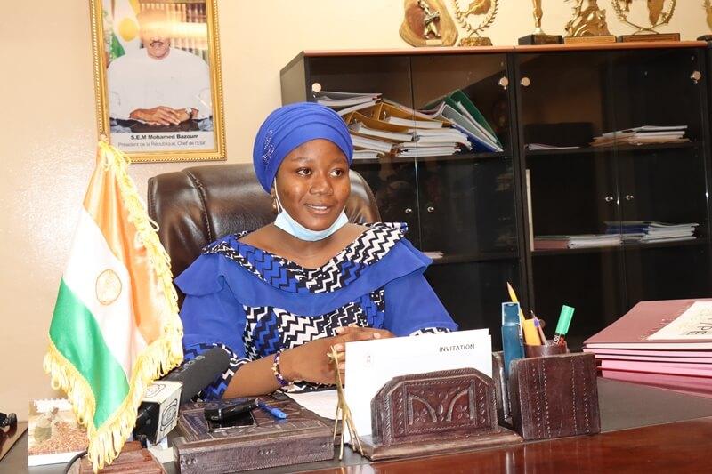 Célébration de la Journée internationale de la fille: élève en 1ère D, Melle Amira aux commandes du Ministère de la Promotion de la Femme et de la Protection de l'Enfant
