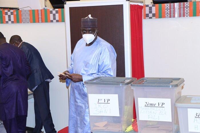 un bureau électoral 22 04 2020