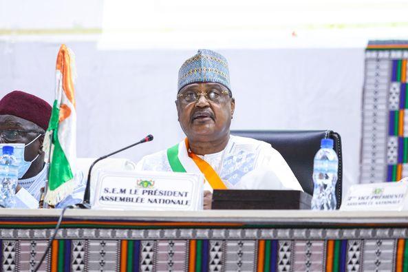 Seini Oumarou, Président de l'Assemblée nationale: «il faudrait davantage écouter ces populations plutôt que de légiférer sur des questions qui leur sont lointaines, avec des procédures étrangères à leur ...
