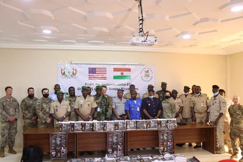 Remise depliant contre EEI USA Niger