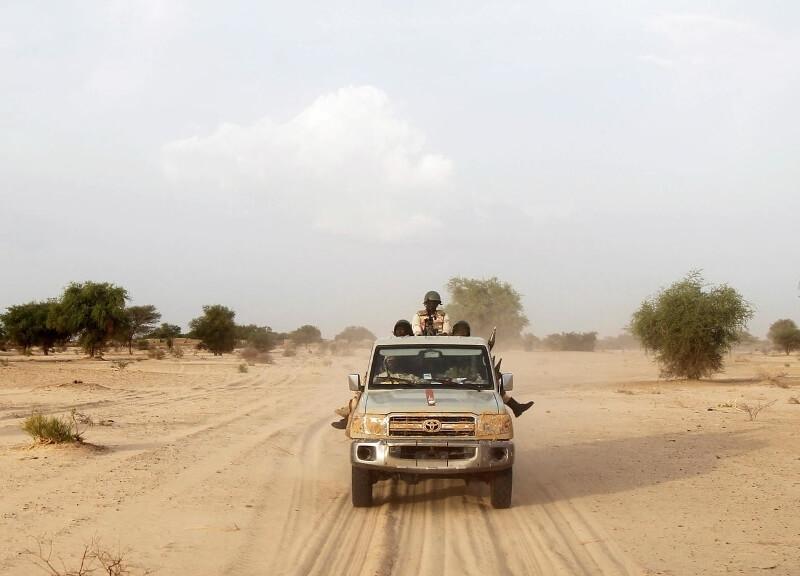 Soldats nigeriens desert