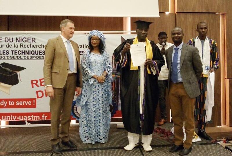 remise diplome UASTM doyen Etudiant